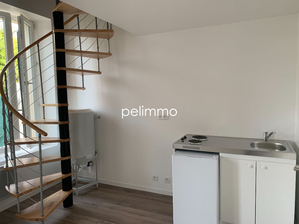 SALON DE PCE - APPARTEMENT T1 BIS  + TERRASSE 23.45 m2